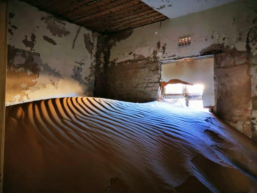 Spookstad Kolmanskop nabij Duitse stadje Lüderitz