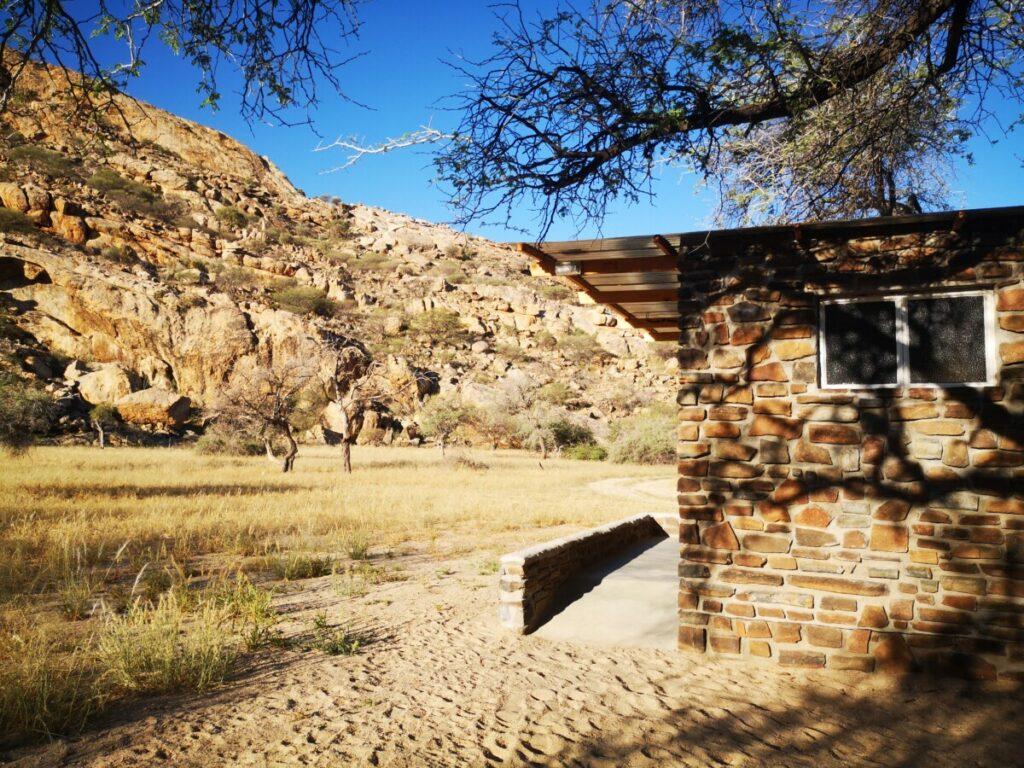 Donkerhuk West. Tussenstop op weg naar Windhoek