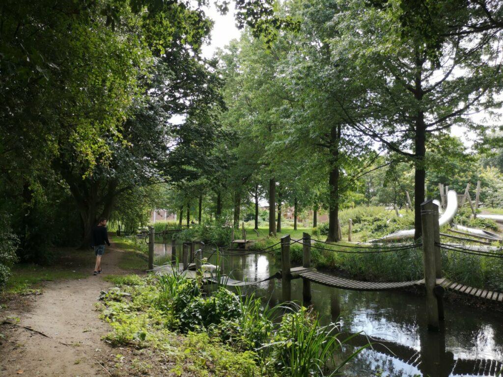Wandelen langs de voetbalvelden - Amsterdam